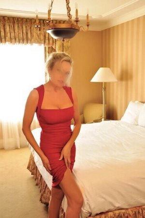 Nadeje escort in Naples