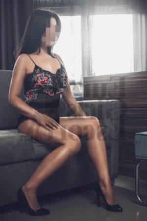 Sybill live escort in Castle Pines