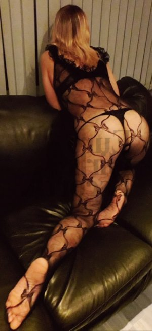 Cristina escort girl in Aguadilla Puerto Rico