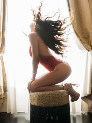 Saousane escort girl in Castle Pines